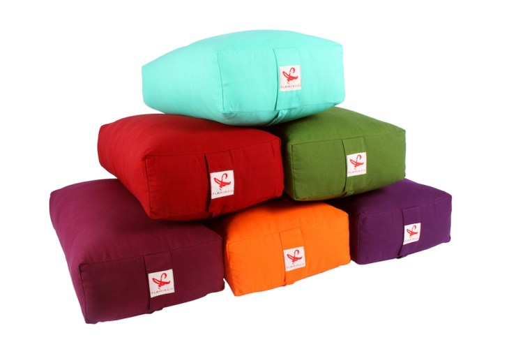 Seven colors of rectangular bolsters are available in Dubai