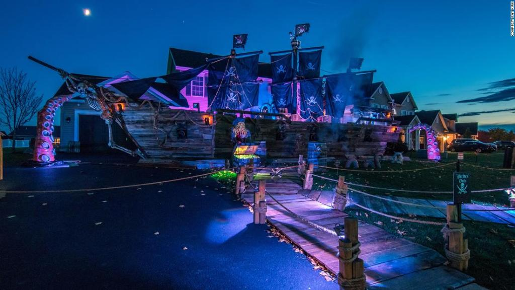 A father built his daughter a 50-foot pirate ship for Halloween