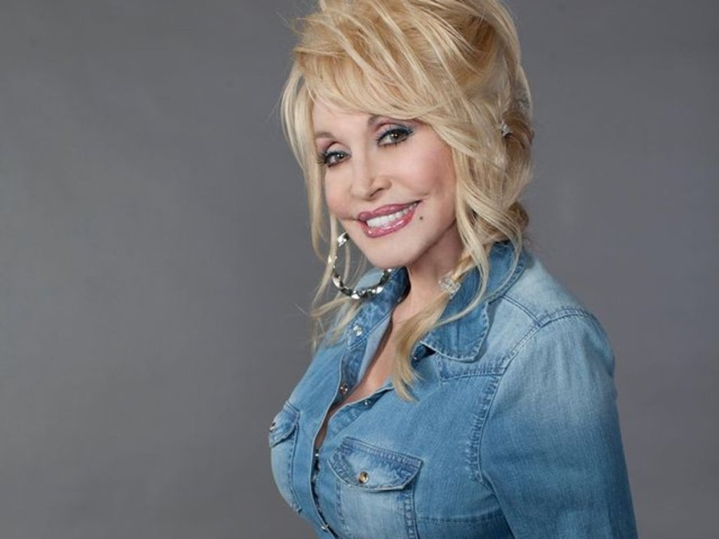 Dolly Parton To Celebrate 75th Birthday With Small, Party With Carl Dean