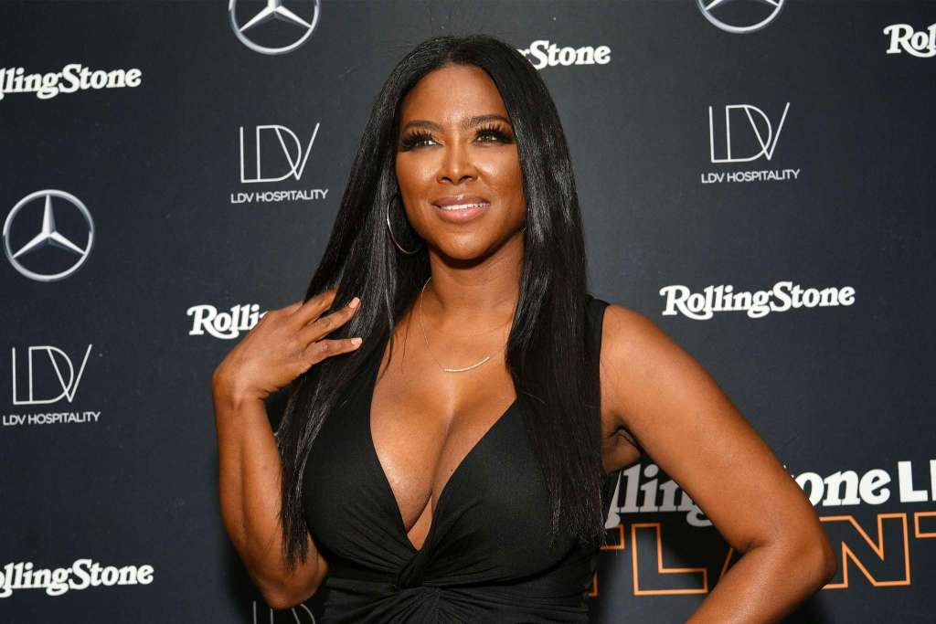 Kenya Moore Shows Off Her Beach Body On The Boat
