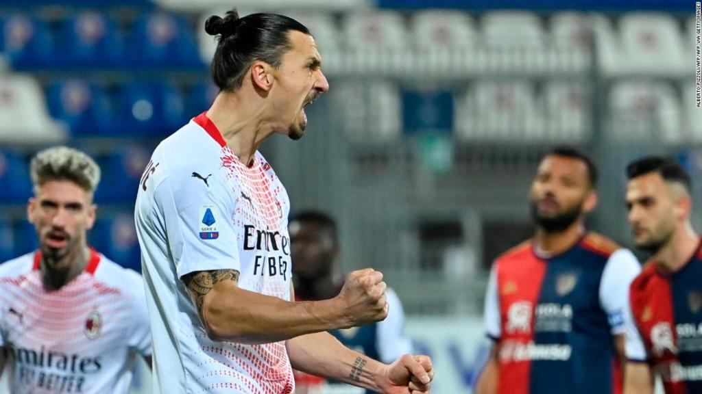 Zlatan Ibrahimovic double restores AC Milan's three-point lead at the top of Serie A