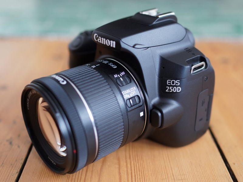 Pilihan Kamera Canon 250D terbaik untuk phographer pemula