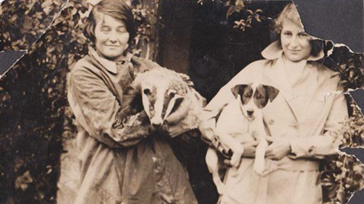 Len Richardson's daughters with badger and terrier