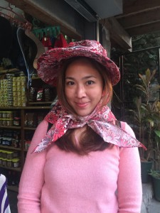 Doesn't this hat remind you of Forevermore's Maria Agnes Calay? hahahaha