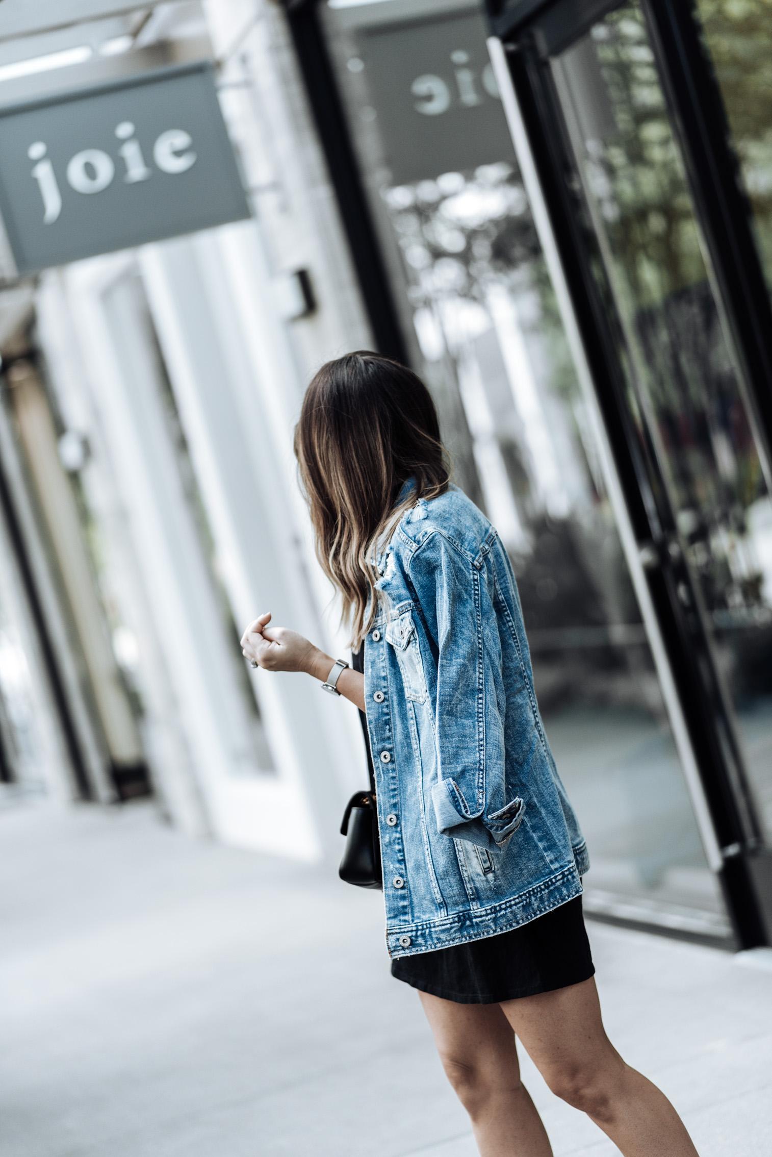 Currently trending / oversized denim jacket | Arizona Oversized Denim Jacket | Mock NeckDress | Stan Smith Sneakers | Gucci Marmot Bag| Watch | Houston fashion blogger, street style fashion 2017