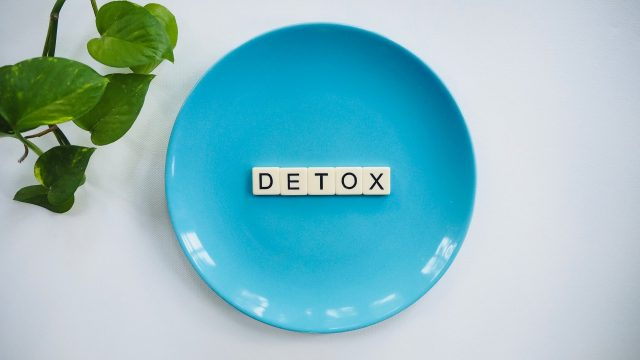 detox tiles on teal ceramic plate (Unsplash)