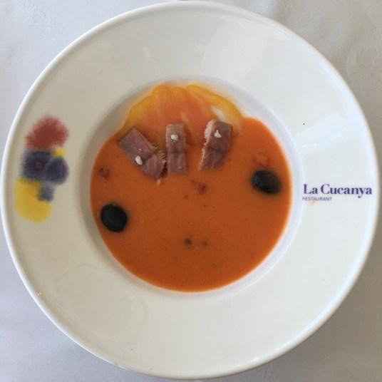 Crema de gazpacho con anguila ahumada del Delta