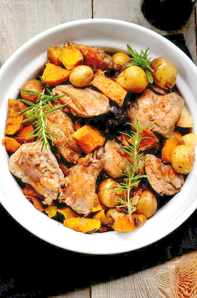 Harvest Chicken with Bacon, Apples and Rosemary |flavourandsavour.com