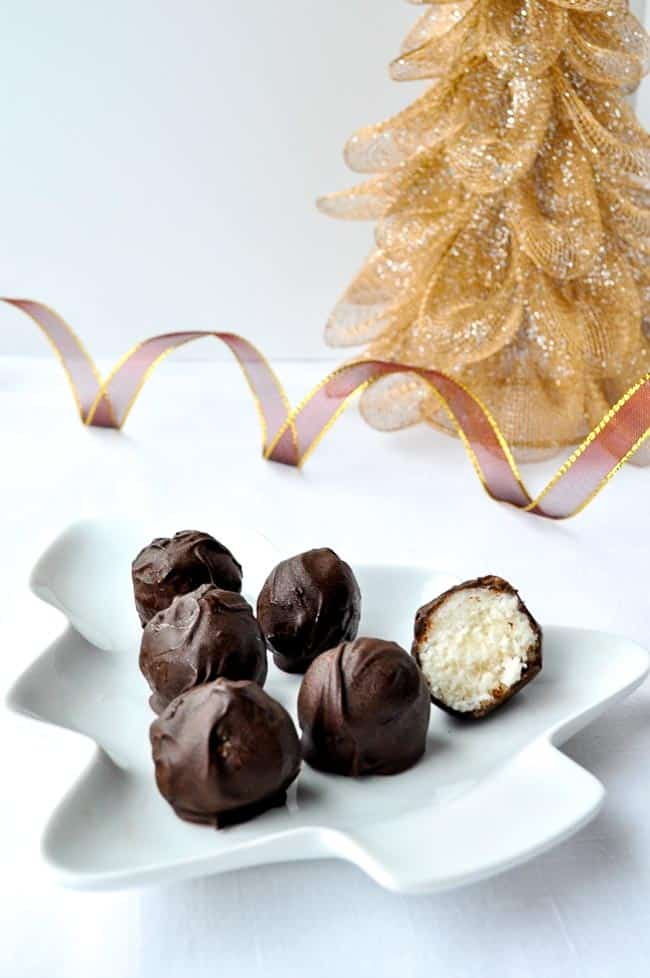 Chocolate Coconut Snowballs. Gluten-free and dairy-free. Cuteness factor of 10/10! |www.flavourandsavour.com