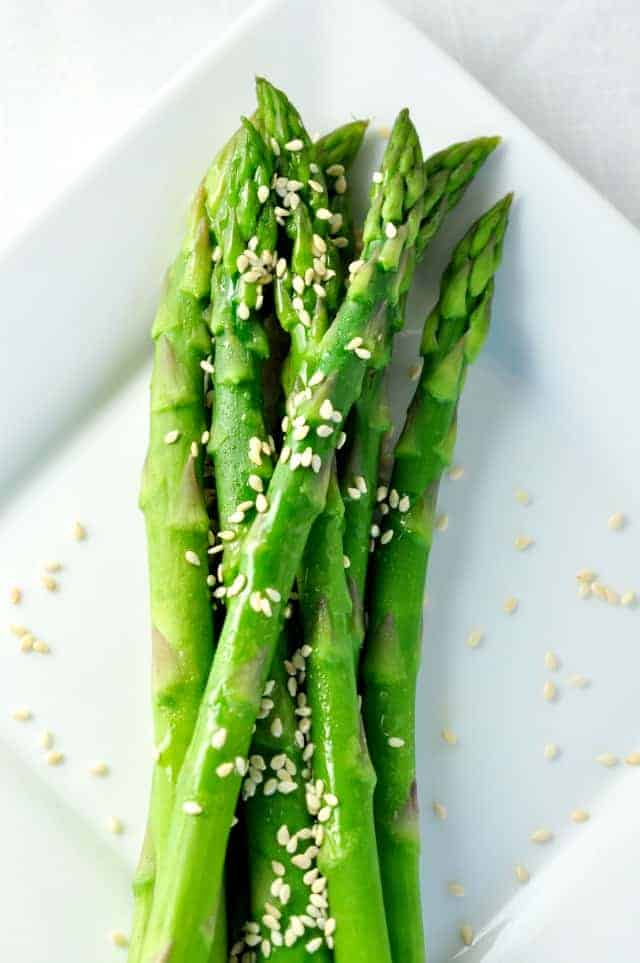 Easy 5-minute Sesame Asparagus. From my files of favourite holiday side dishes. |www.flavourandsavour.com