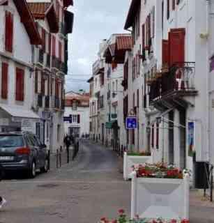 St Jean de Luz, home of gateaux basque  www.flavourandsavour.com