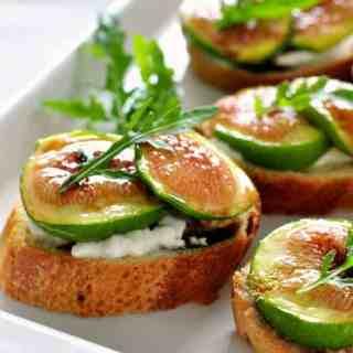 Honey roasted fig and burrata crostini  www.flavourandsavour.com