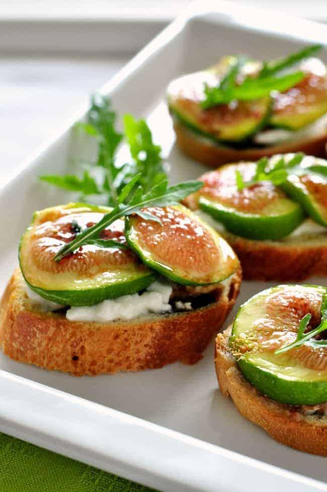 Honey roasted fig and burrata crostini |www.flavourandsavour.com