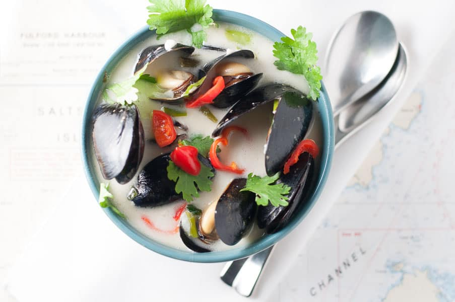 Spicy Thai Mussels steamed in Coconut Milk |www.flavourandsavour.com