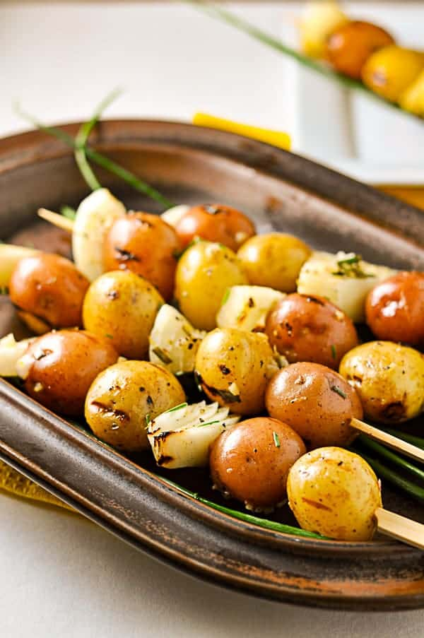Grilled Lemon Garlic Potato Kabobs. Crispy skins, soft inside. Totally yum. |www.flavourandsavour.com