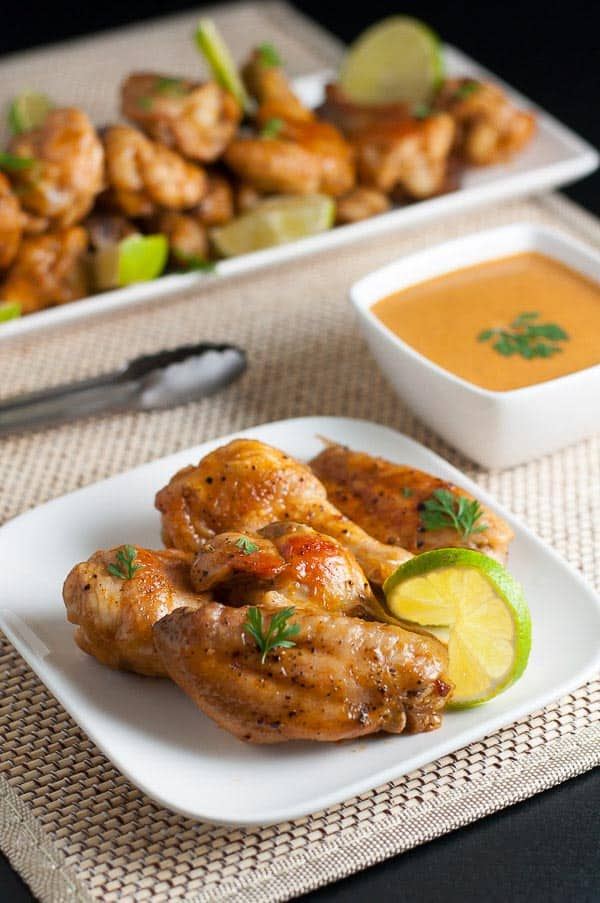 How to Make Spicy Thai Wings. Enjoy all the complex flavours of Thai food in these paleo spicy Thai wings. Sriracha hot sauce, garlic and ginger, coconut milk and lime on crispy chicken wings make these hard to resist.