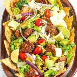 This Skinny Chopped Chicken Taco Salad will keep everyone around your dinner table happy. Bursting with the flavours of the Southwest, you can easily customize it to include your family's favourite ingredients.