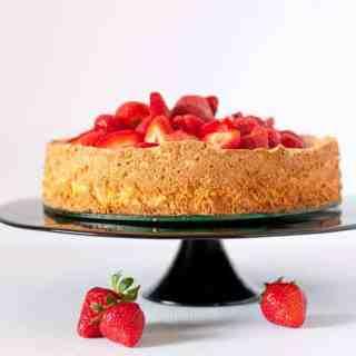 Gluten-Free Lemon Almond Cake with Strawberries|www.flavourandsavour.com