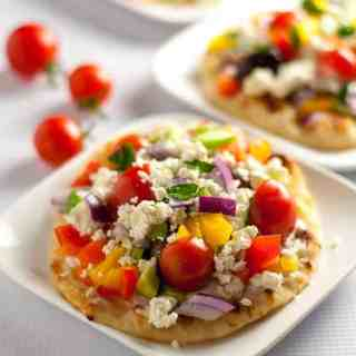 This Greek Salad Mini Flatbread with Tzatziki makes a healthy, fresh veggie-packed, flavourful accompaniment to dinner. It's a breeze to prep! www.flavourandsavour.com
