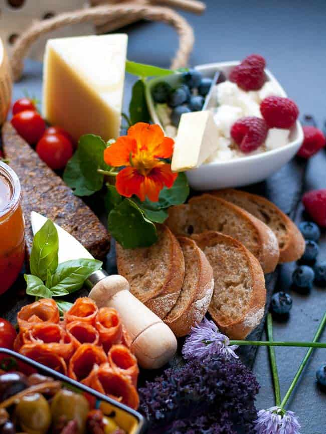How to Make an Antipasto Platter. 6 Tips to make a fabulous antipasto platter that everyone will love.  www.flavourandsavour.com