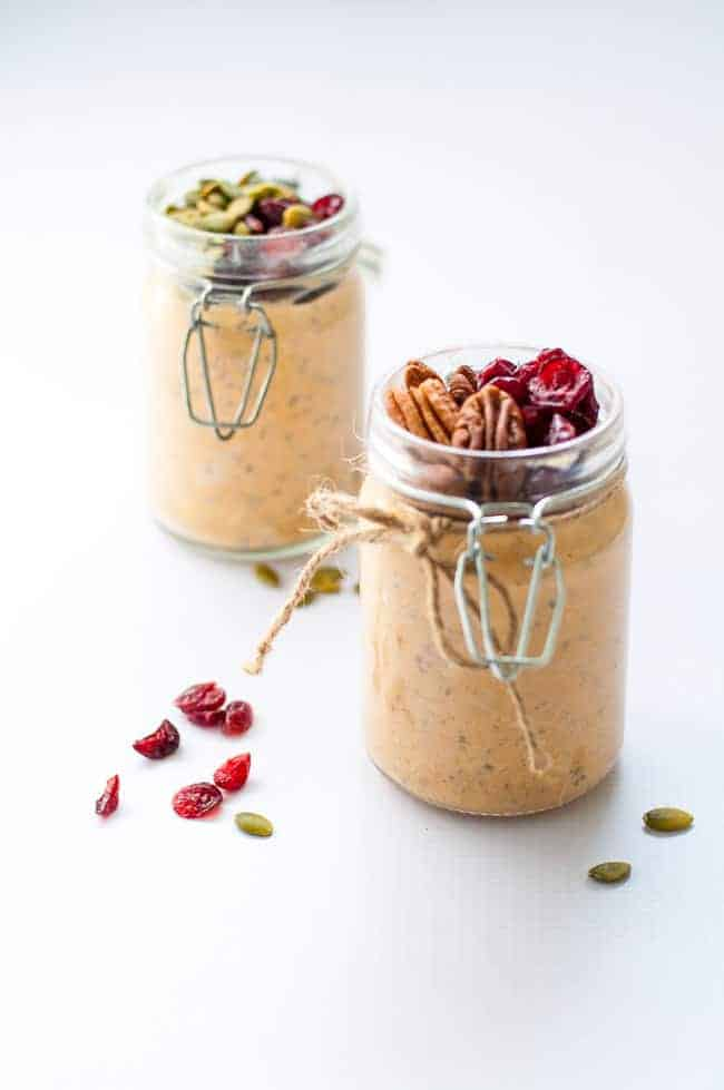 These Creamy Pumpkin Pie Overnight Oats made with warm fall spices make a healthy breakfast to wake up to. Easily made vegan and gluten-free. |www.flavourandsavour.com