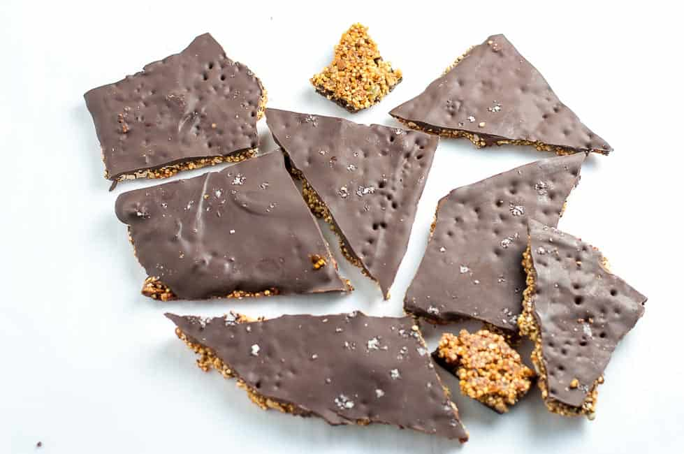 Healthy Quinoa Chocolate Bark, packed full of superfoods like quinoa, chia, hemp, and pepitas! |www.flavourandsavour.com