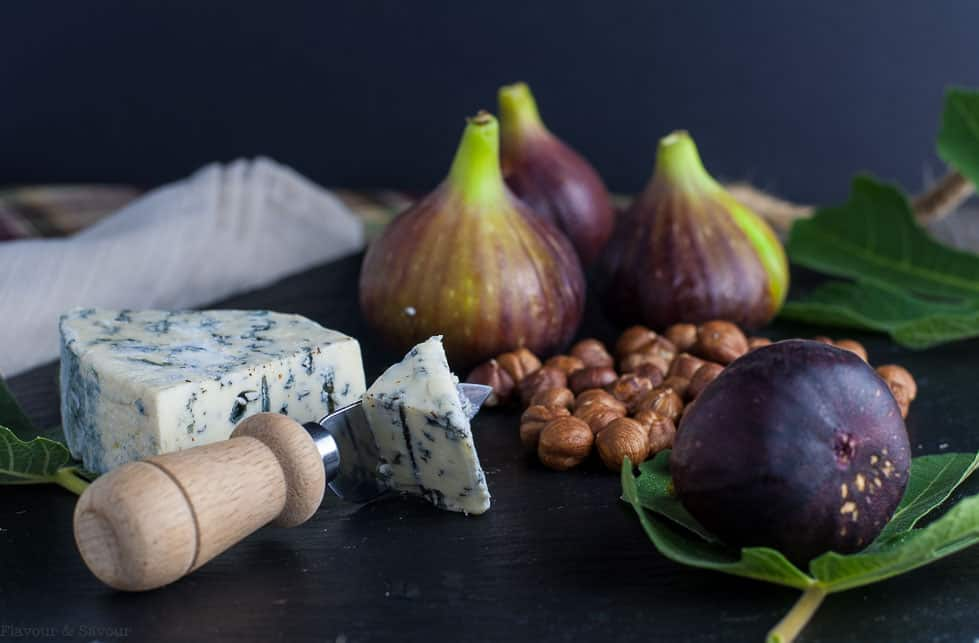 Fresh Fig Appetizer with Blue Cheese and Toasted Hazelnuts ingredients
