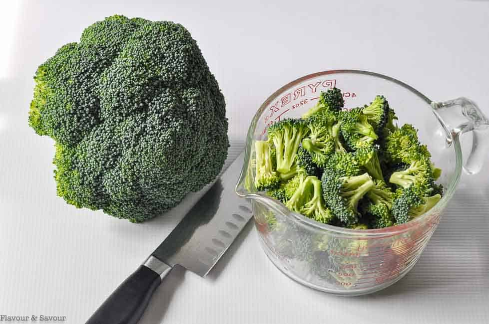 4 cups of broccoli florets from one large crown of broccoli
