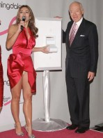 Elizabeth Hurley had a Marilyn Monroe moment at Bloomingdale's and accidentally showed off her nude knickers