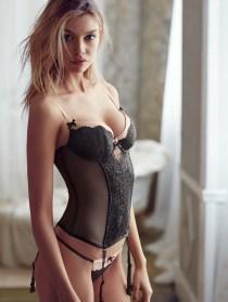 Stella-Maxwell-Victorias-Secret-Model05-800x1444