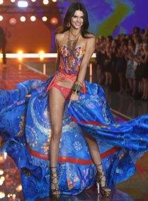fashion-show-runway-2015-boho-psychadelic-kendall-look-6-victorias-secret