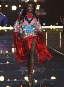 fashion-show-runway-2015-boho-psychadelic-leomie-look-5-victorias-secret