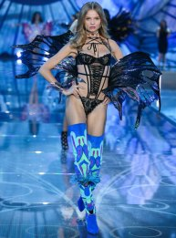 fashion-show-runway-2015-exotic-butterflies-magdalena-look-11-victorias-secret