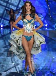 fashion-show-runway-2015-exotic-butterflies-pauline-look-5-victorias-secret
