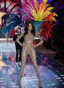 fashion-show-runway-2015-fireworks-cindy-look-3-victorias-secret