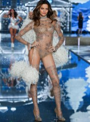 fashion-show-runway-2015-ice-angels-barbara-look-6-victorias-secret