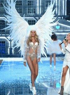fashion-show-runway-2015-ice-angels-romee-look-12-victorias-secret