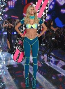 fashion-show-runway-2015-pink-usa-devon-look-11-victorias-secret