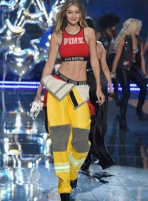 fashion-show-runway-2015-pink-usa-gigi-look-9-victorias-secret