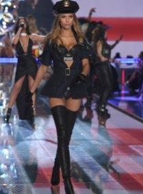 fashion-show-runway-2015-pink-usa-josephine-look-10-victorias-secret