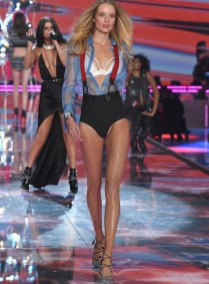 fashion-show-runway-2015-pink-usa-maud-look-5-victorias-secret