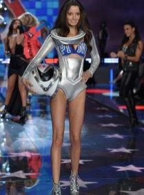 fashion-show-runway-2015-pink-usa-megan-look-3-victorias-secret