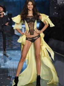 fashion-show-runway-2015-portrait-of-an-angel-bruna-look-7-victorias-secret