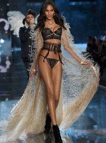 fashion-show-runway-2015-portrait-of-an-angel-cindy-look-11-victorias-secret