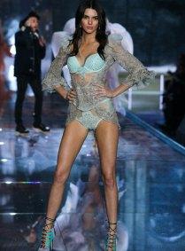 fashion-show-runway-2015-portrait-of-an-angel-kendall-look-3-victorias-secret
