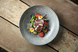 Tuna niçoise salad, anchovies, potatoes, tomatoes, green bens _ quail's egg