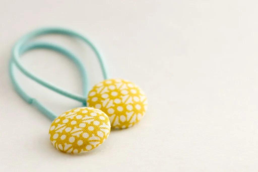 Day 4: Button Hair Bands - a diy hair accessory - Flax & Twine