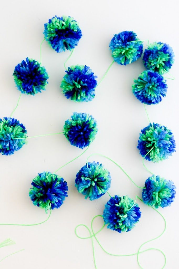 64783ef1d13 Here is the tutorial for making pompoms in bulk.