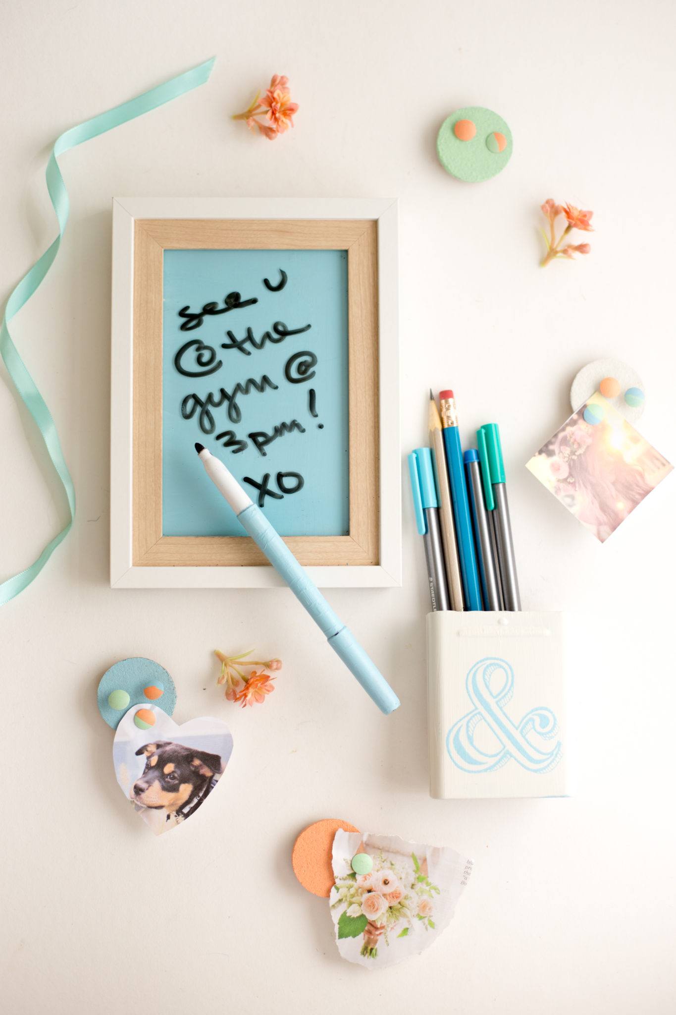 Diy locker decorations dry erase board pencil cup for Decoration accessoire