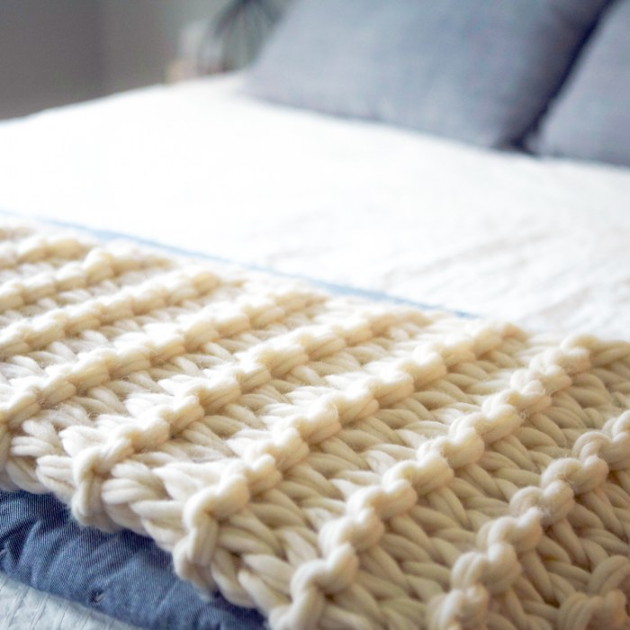 Hand Knit / Arm Knit Blanket Kit by @flaxandtwine !